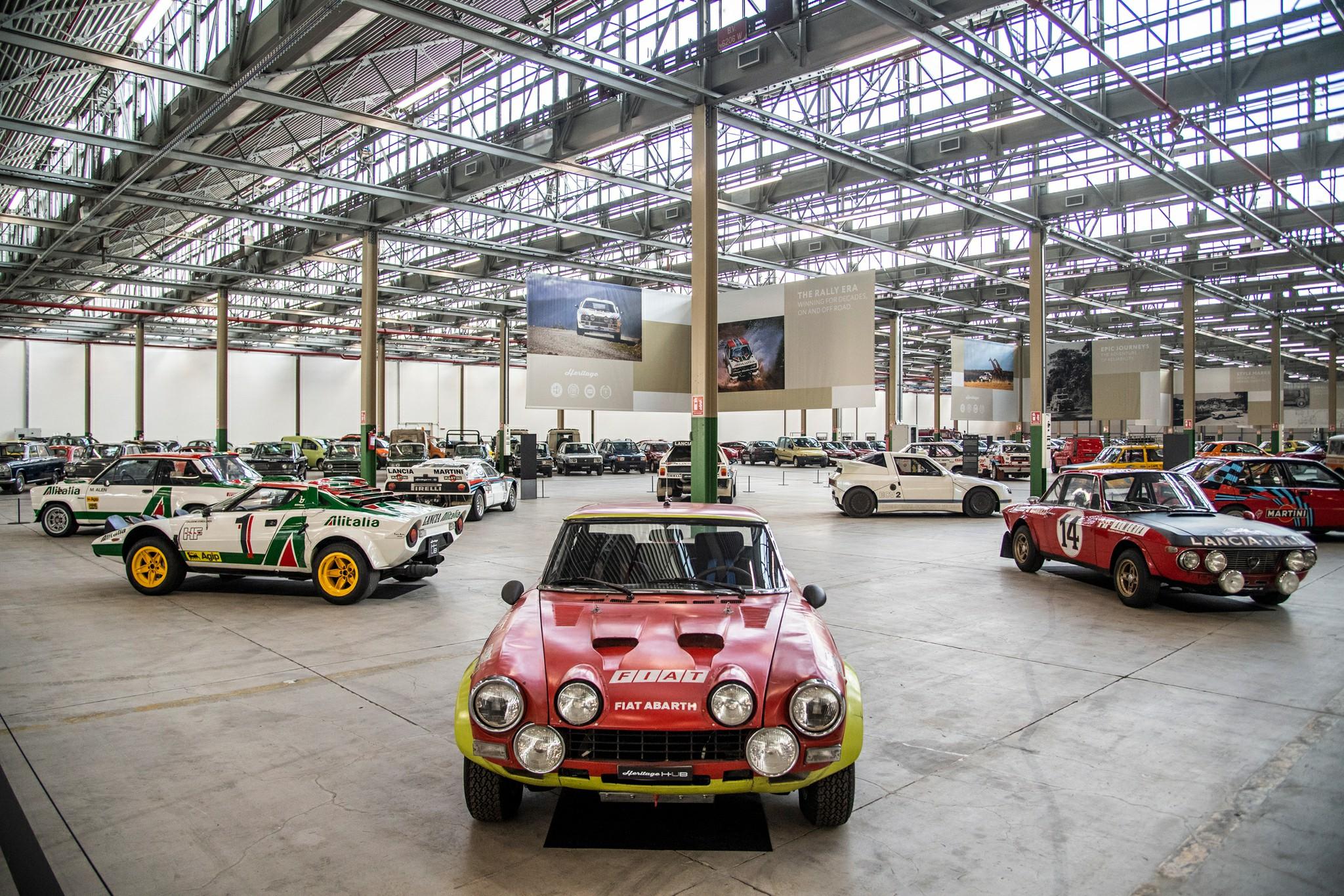 No novo FCA Heritage HUB, Fiat, Lancia, Abarth e Alfa Romeo reúnem mais de 250 veículos, e alguns deles nunca foram expostos ao público antes.