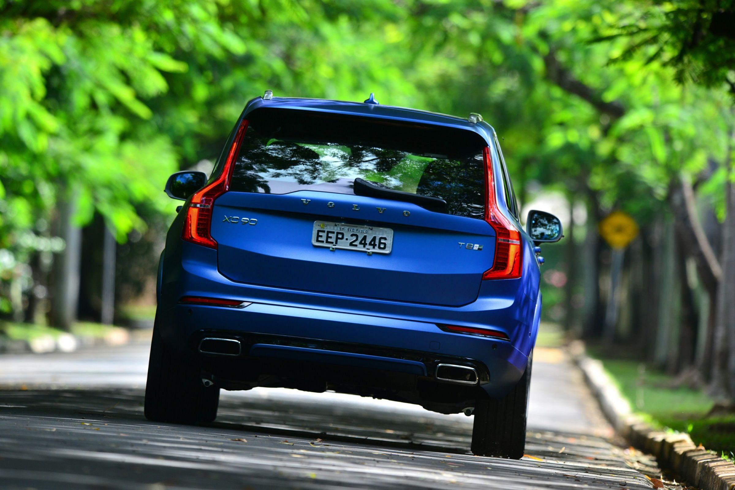 O Volvo XC90, sueco de sete lugares, ganhou uma nova configuração, que alia os 413 cv de potência do motor híbrido a um design esportivo exclusivo.