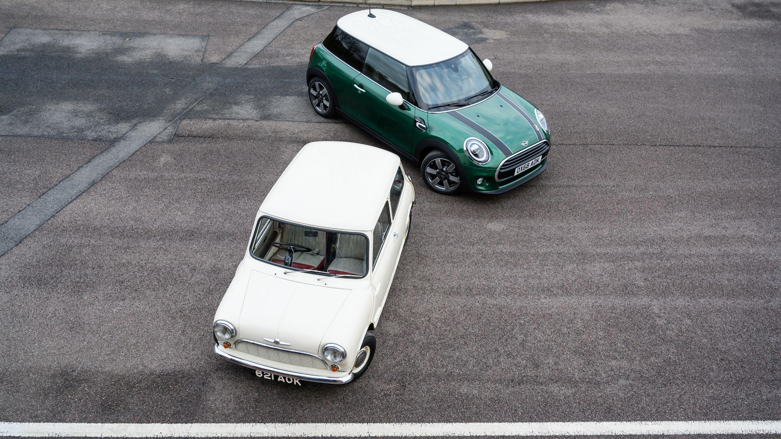 Mini 60 Years ao lado do modelo original