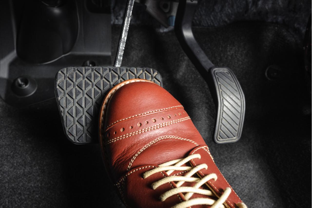 pedal freio pedais shutterstock 309171176