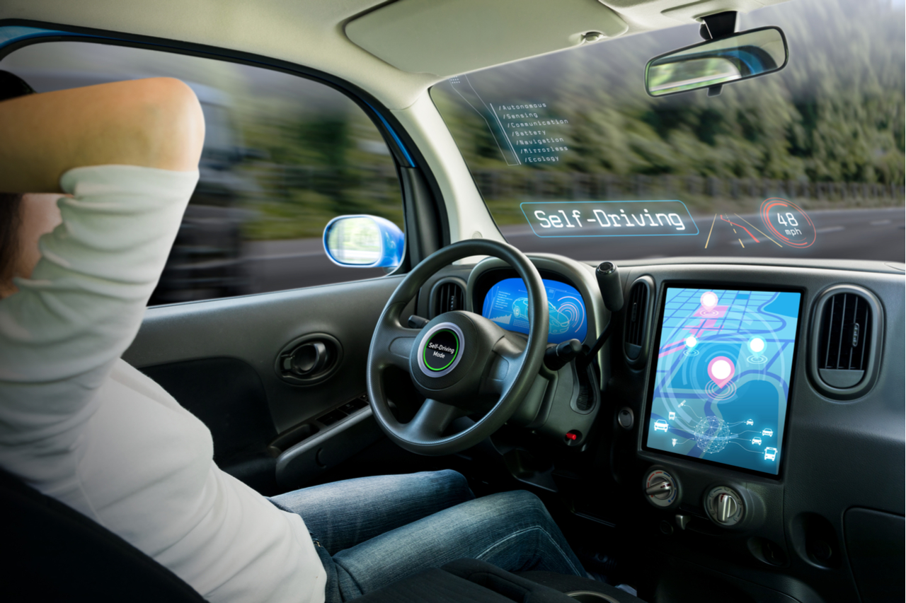 carro autonomo painel dirigir shutterstock 631061396