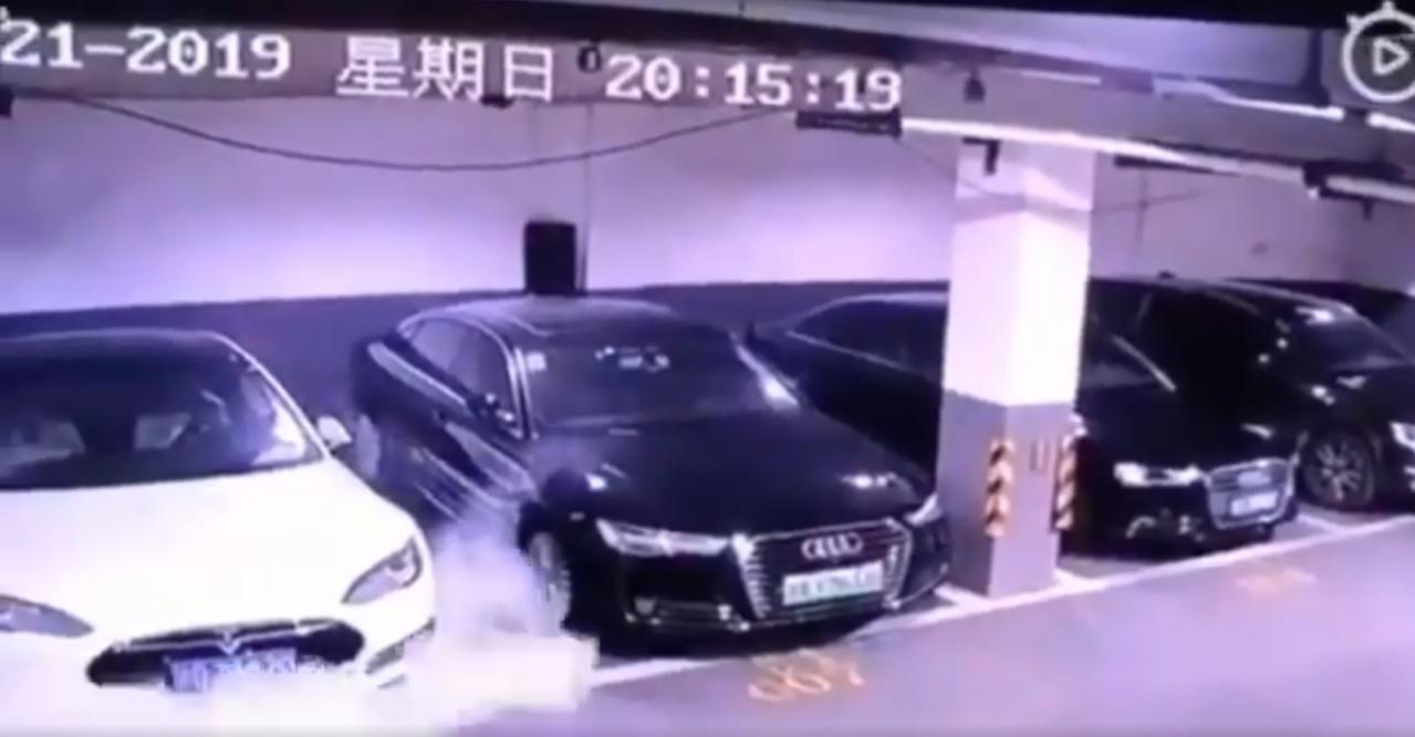 carro tesla pegando fogo china