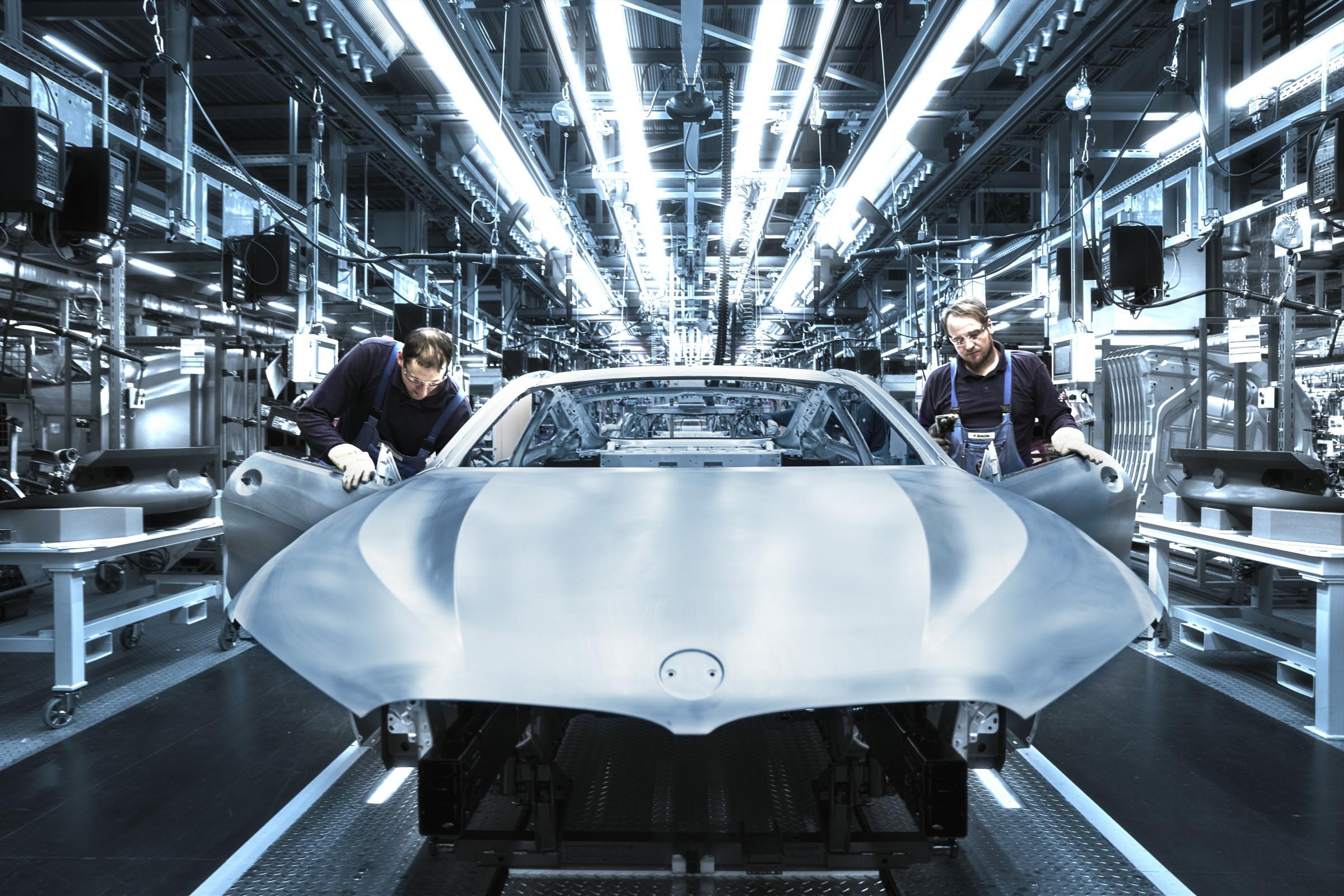 Inédito BMW Série 8 faz sua estreia no Brasil na forma de um cupê esportivo com um motor V8 de 530 cavalos de potência e muita tecnologia.