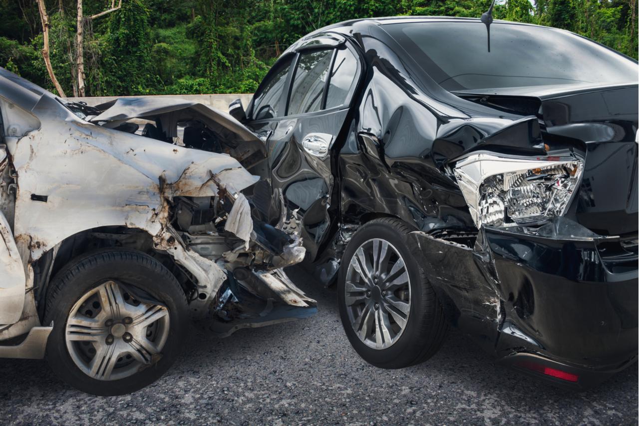 acidente transito carros shutterstock 577056850