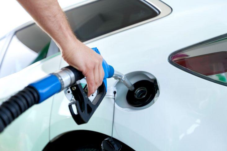 bomba de combustivel gasolina etanol diesel frentista posto de combustivel abastecer shutterstock 1