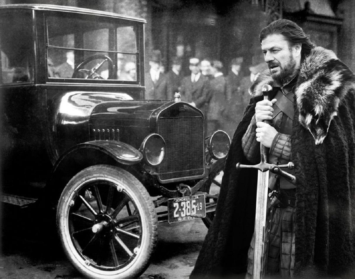 Ned Stark é o Ford Bigode (Bárbara Angelo | AutoPapo). Transformamos reis, rainhas, anão, eunuco e companhia em carros enquanto aguardamos pelo episódio final de Game of Thrones.