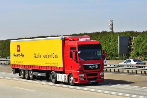 Exemplos da categoria E: caminhões com carretas articuladas