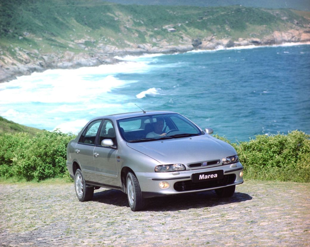fiat marea prata de frente: modelo foi rotulado como carro bomba