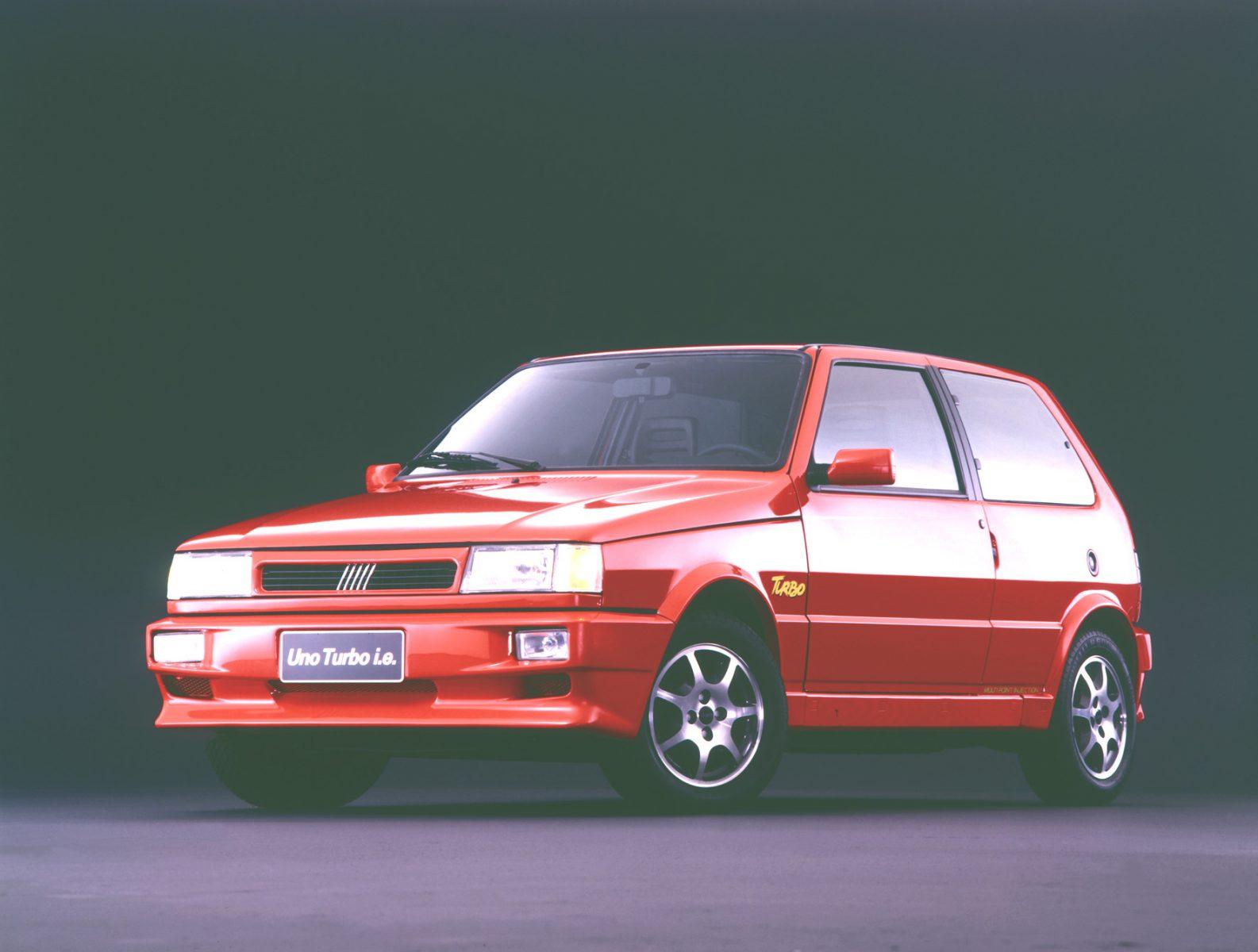 fiat uno turbo Com a confirmação dos motores Firefly turbo na gama da Fiat, é um bom momento para relembrar esses modelos da italiana que marcaram época.