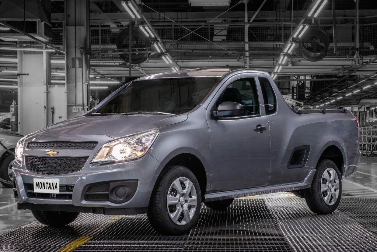 chevrolet-montana-2020-frente Carros ultrapassados: veja 10 modelos com projetos antigos...