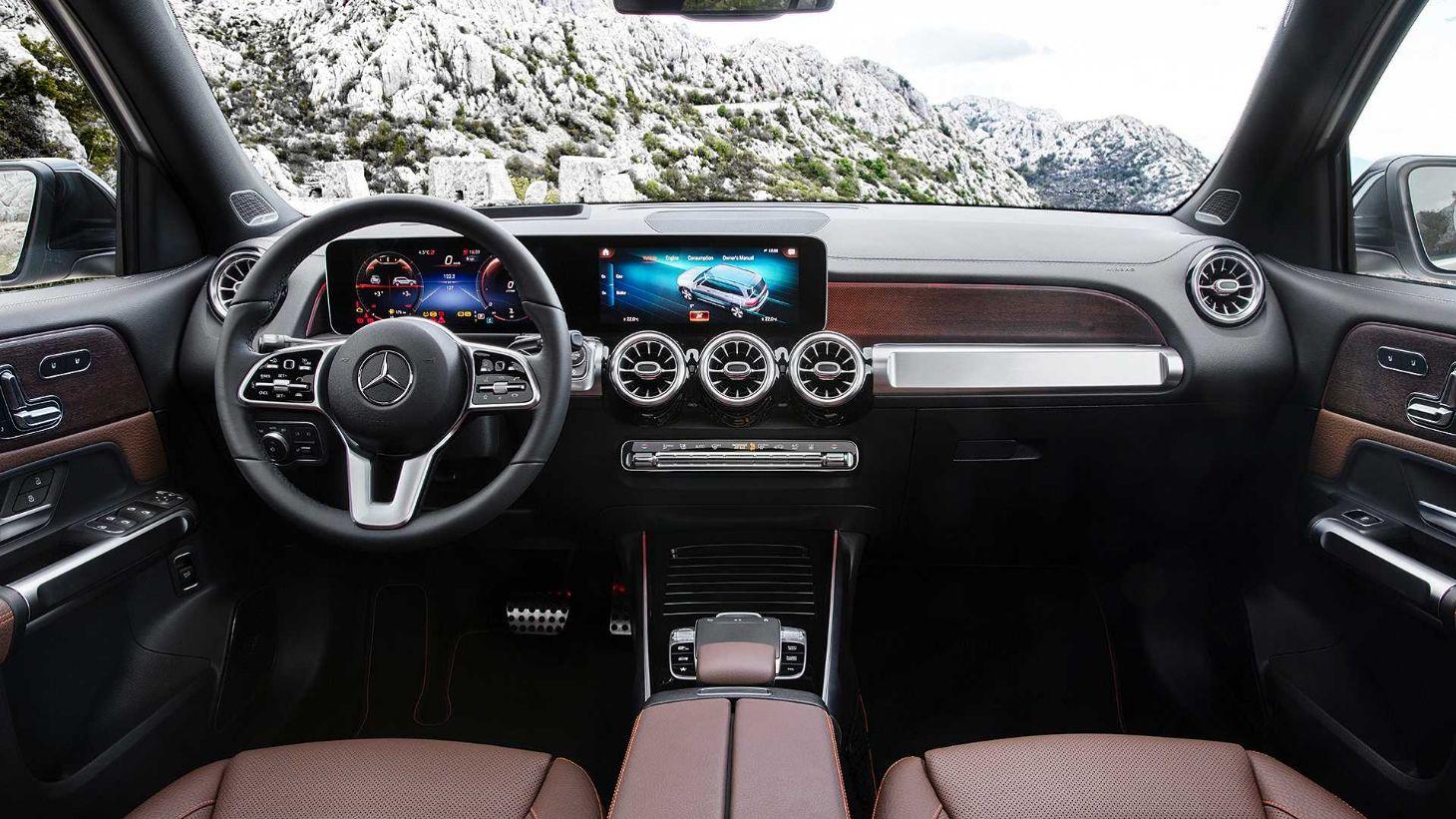 Mercedes-Benz apresenta o SUV GLB. Posicionado entre os modelos GLA e GLC, utilitário de sete lugares deve chegar ao Brasil em 2020.