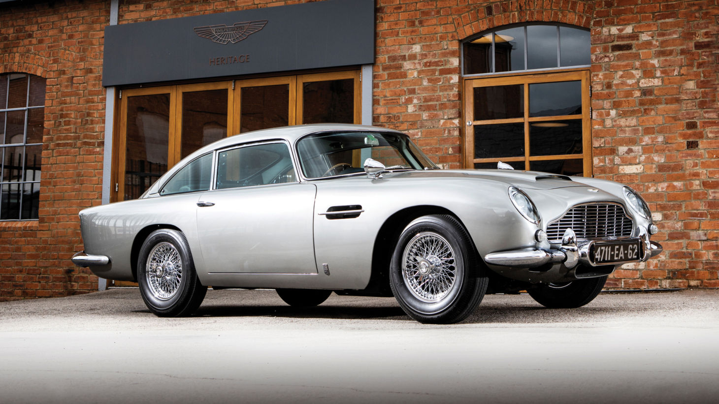 aston martin db5 james bond 1