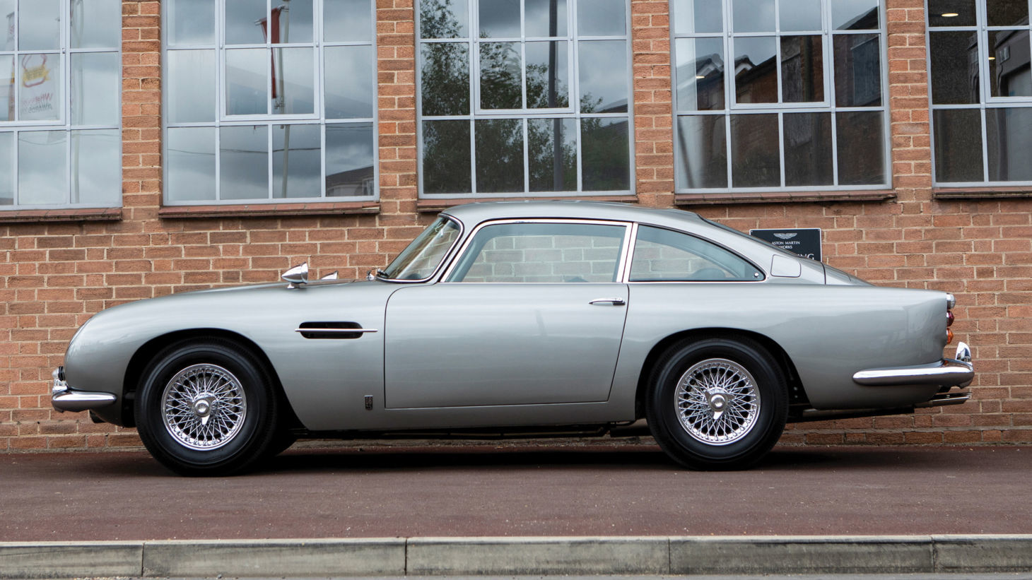 aston martin db5 james bond 4