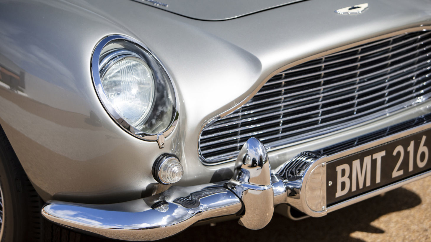 aston martin db5 james bond 14
