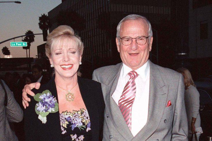 lee iacocca e sua esposa em premiere do filme the muse 1999