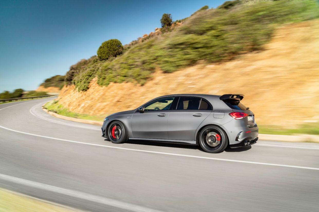 mercedes amg a 45 s lateral