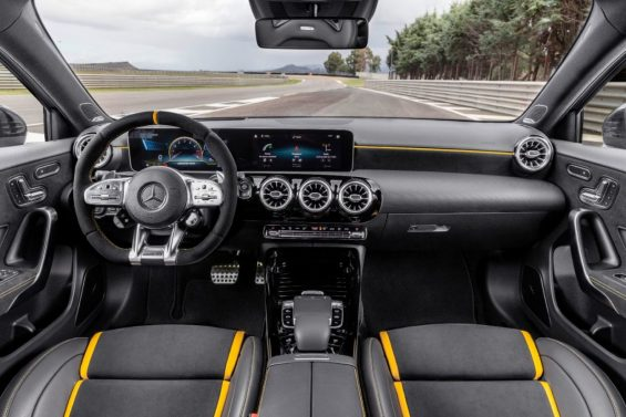 mercedes amg a 45 s painel