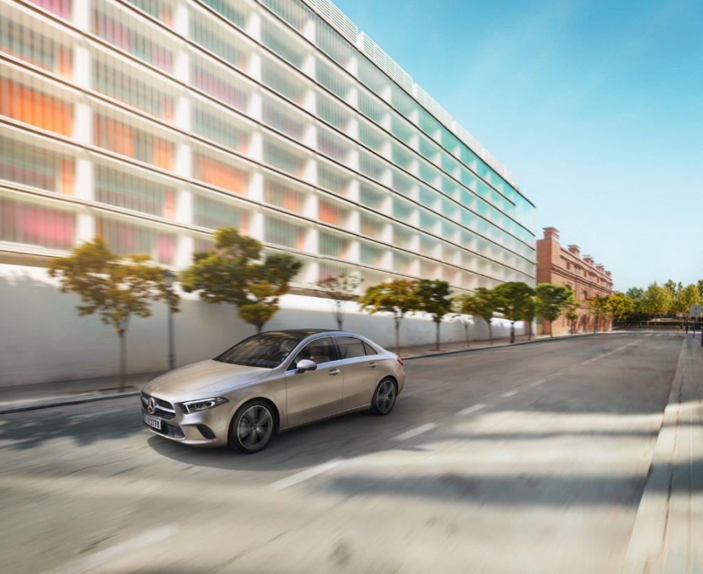 Mercedes-Benz acaba de iniciar as vendas do Classe A Sedan. Modelo chega com motorização 1.3 turbo capaz de entregar 163 cavalos de potência.