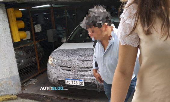 Depois de o modelo da Renault chegar à Índia e antes de vir para o Brasil, o novo Duster, de segunda geração, foi flagrada no país vizinho