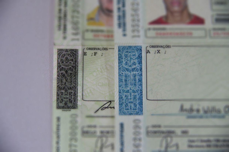 foto cnh habilitacao letras observacoes desfocado