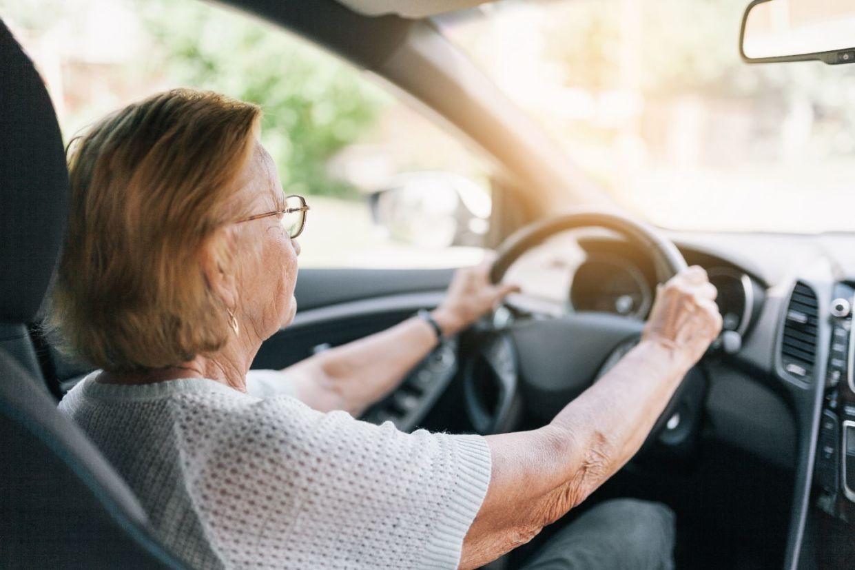 PL que tramita na Câmara dos Deputados quer proibir que idade do motorista (menos de 21 anos ou mais de 70) sirva como atenuante em crime de trânsito.