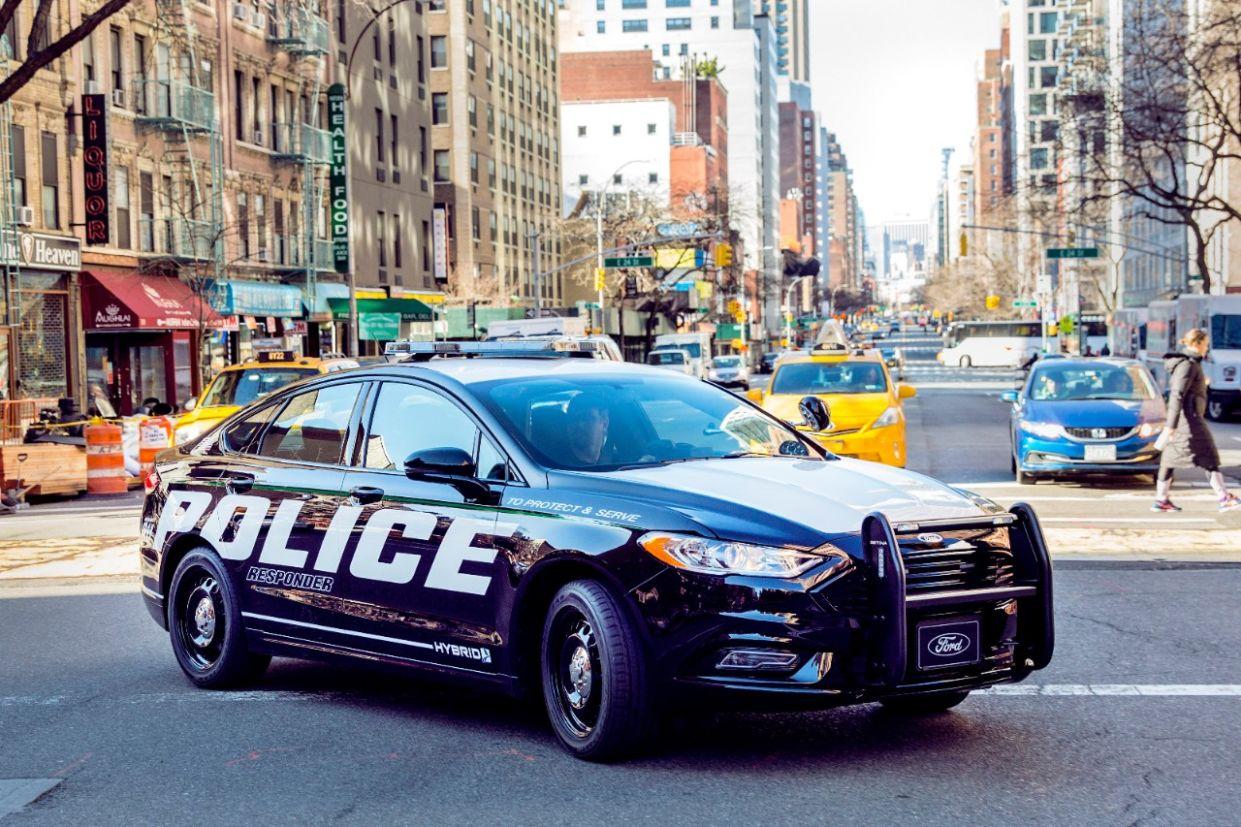 viatura ford police responder hybrid sedan