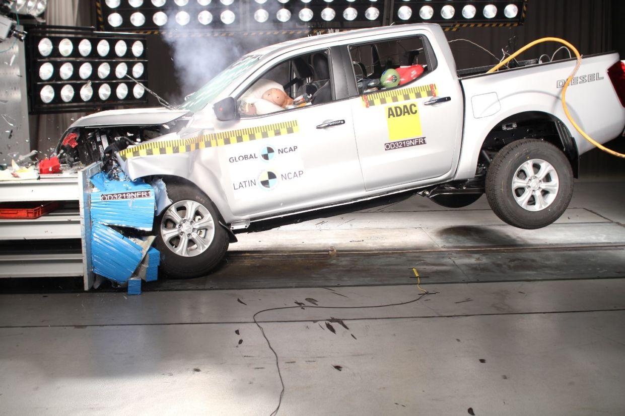 teste de impacto nissan frontier np300 navara 2 airbags