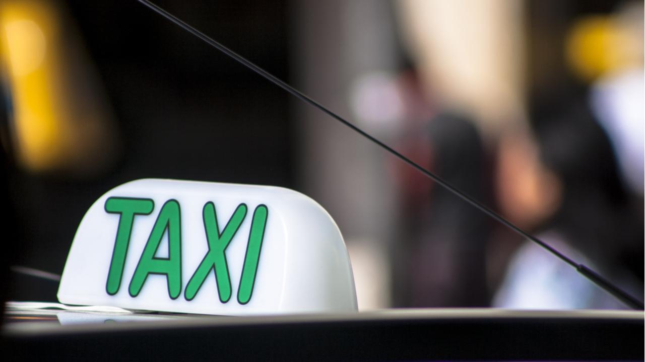 taxi carro shutterstock