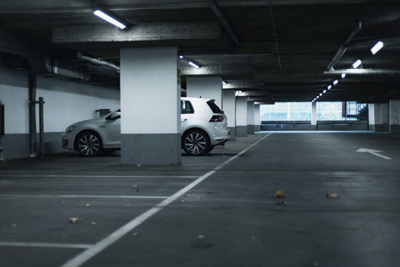 garagem shutterstock 517238899