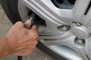 [Vídeo] É de graça, mas nem assim os desleixados calibram os pneus