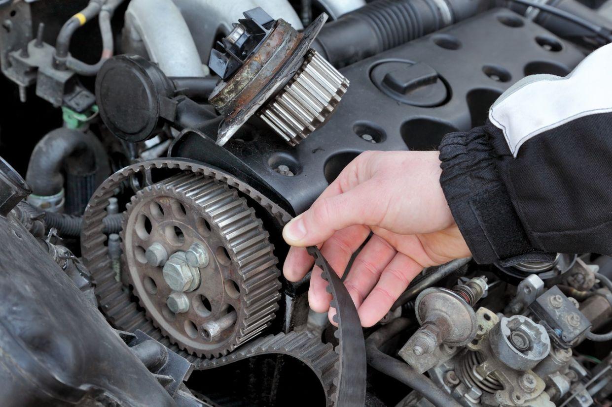 correia-dentada Você sabe o que é virabrequim e biela? Conheça as principais peças do motor...