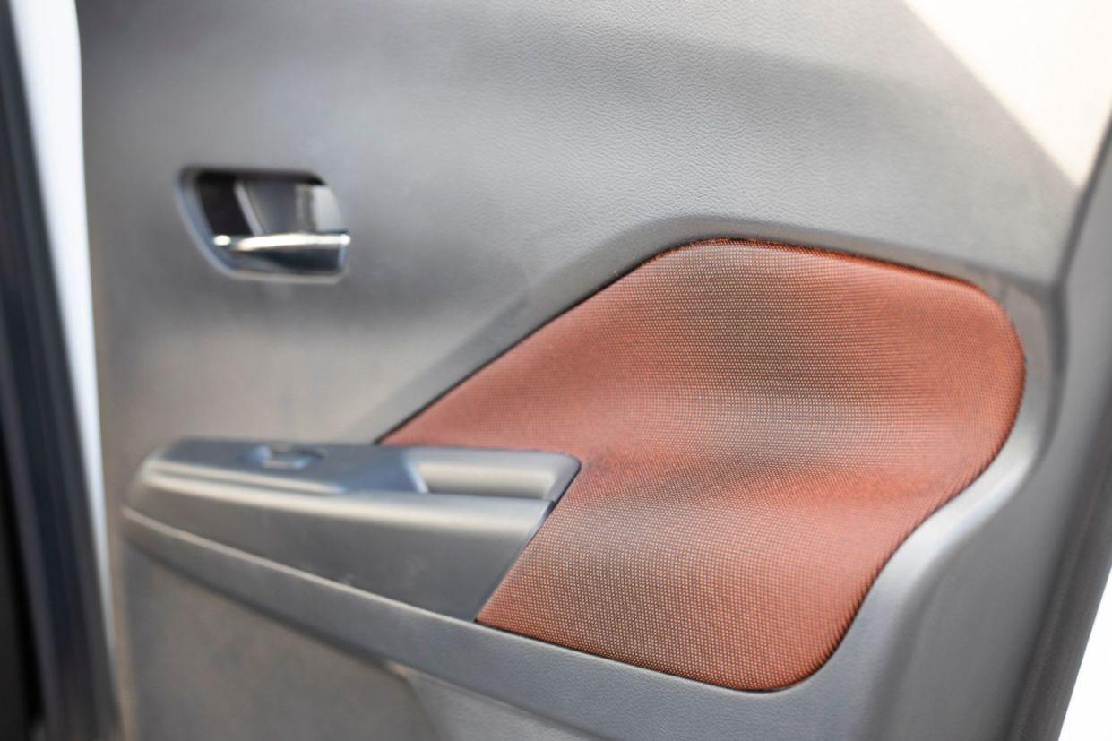 kicks special edition detalhe painel porta s