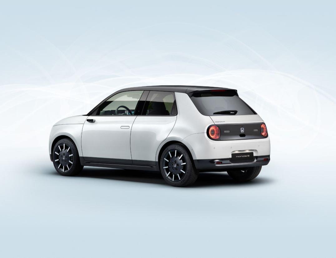 """Elétrico da Honda """"e"""", baseado no conceito Urban EV, foi revelado pela marca antes do lançamento, no fim do mês, durante o Salão de Frankfurt."""