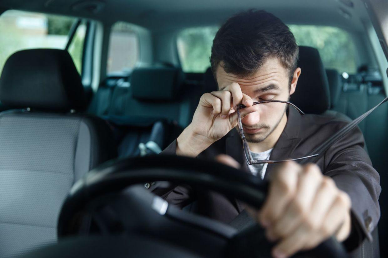 motorista cansado acidente de transito por sono