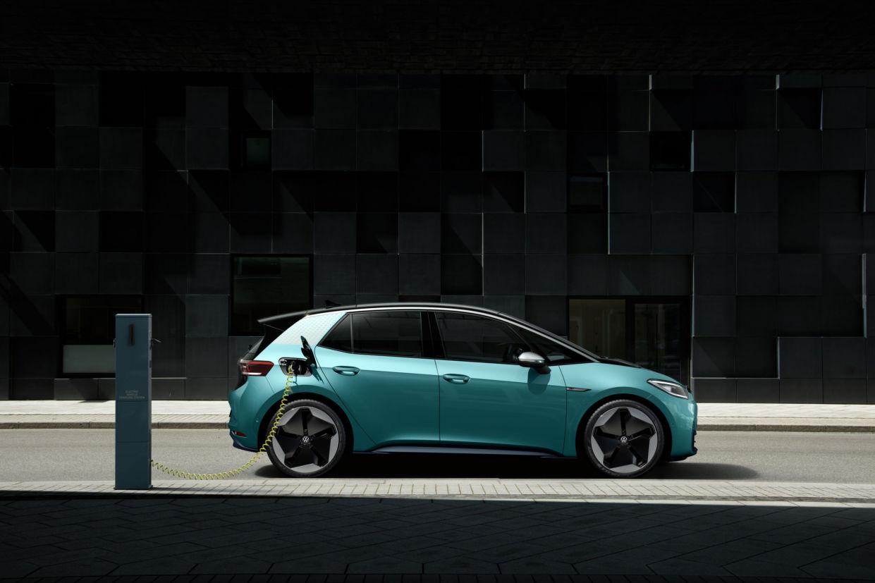 """O primogênito Volkswagen elétrico está inaugurando a """"família ID"""" da fabricante, que vai oferecer um modelo elétrico para cada categoria de veículo."""