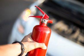 Extintor de incêndio em carros: será o fim da polêmica?