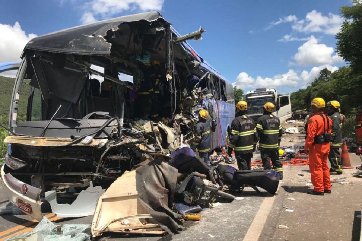 acidente de onibus corpo de bombeiros