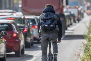 Deveres dos ciclistas no trânsito: respeito às regras é realidade?