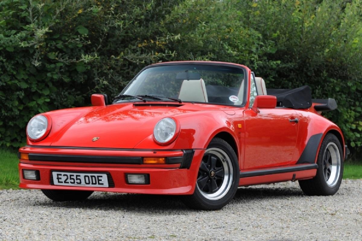 1988 porsche 911 supersport cabriolet Os 34 carros da italiana e 32 da alemã serão oferecidos em um leilão de carros clássicos no fim de semana - a maioria com volante à direita.