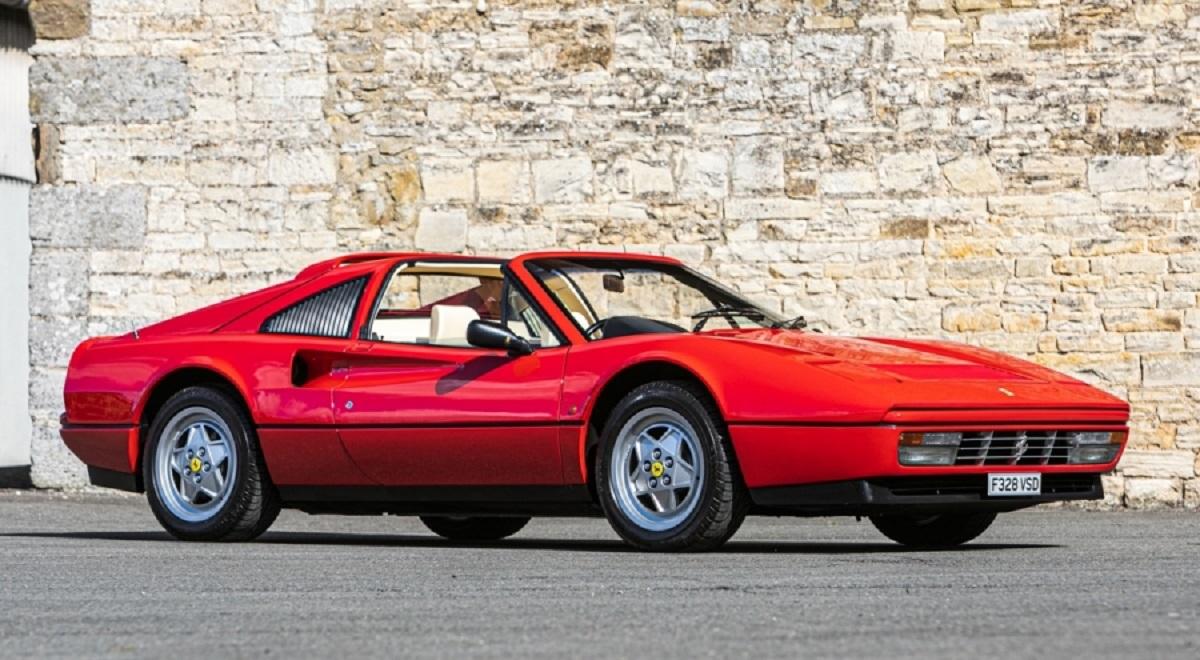 1989 ferrari 328 gts Os 34 carros da italiana e 32 da alemã serão oferecidos em um leilão de carros clássicos no fim de semana - a maioria com volante à direita.
