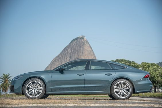 lateral audi a7