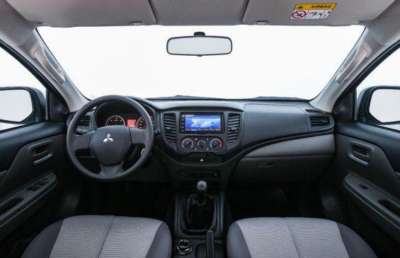 interior l200 triton sport outdoor