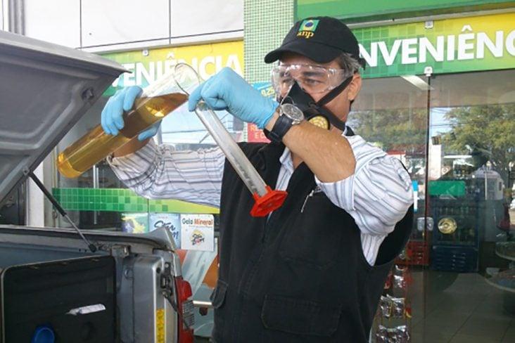 teste de qualidade de combustivel gasolina adulterada alcool etanol