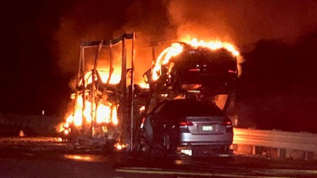 carros tesla fogo