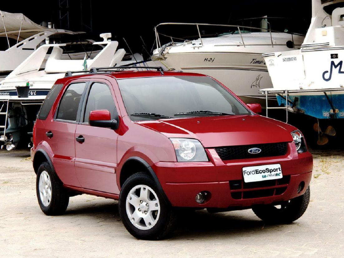 ford ecosport na cor vermelha com a dianteira em detalhe suvs brasil