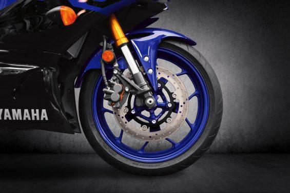 19 yzf r3 team yamaha blue dunlop sportmax gpr 300 front tire rgb 1