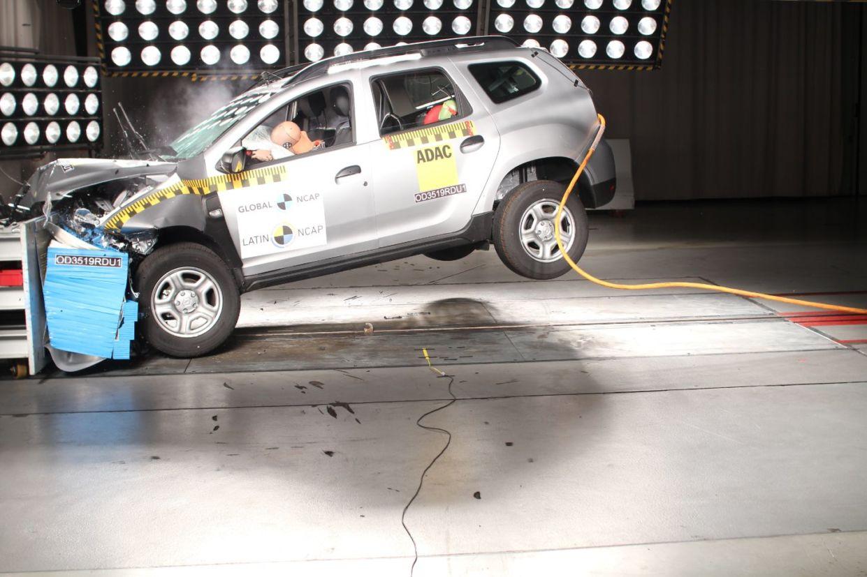 crash test renault duster 8