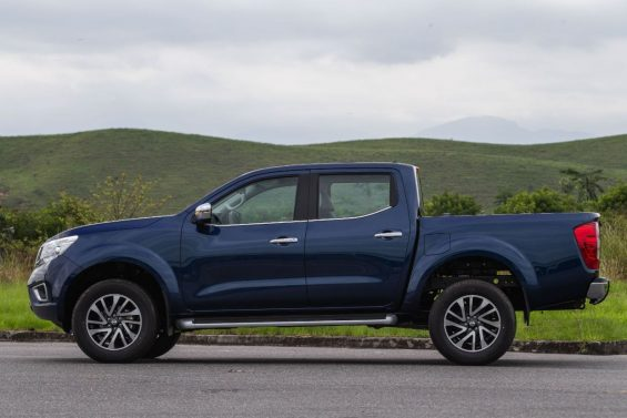 nissan frontier xe 2020 lateral