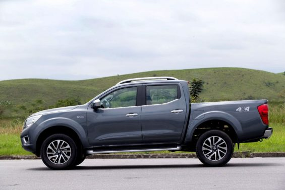 lateral nissan frontier le 2020