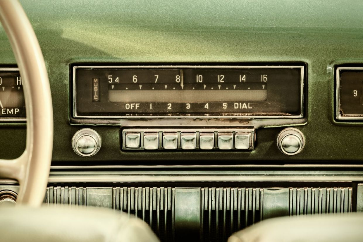 radio antigo shutterstock